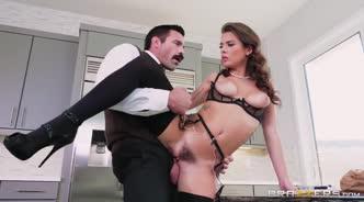 Парень трахает жену как грязную шлюху