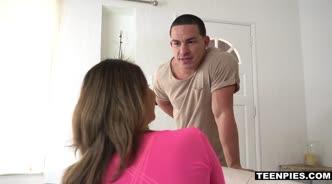 Парень ласкает девушку в розовой кофточке