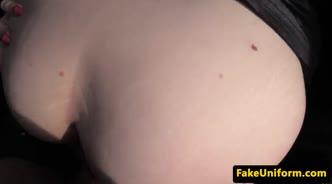 Девушка согласилась отдаться водителю такси и подставила свою попку для секса